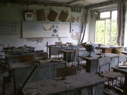 De lokale school werd halsoverkop verlaten.
