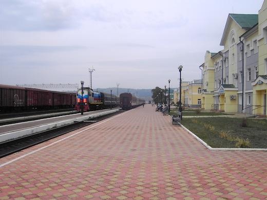 Het station van Ulan Ude, waar we Mongolië binnen rijden.