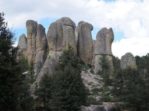 De bijzondere rotsformaties in Valle de los Monjes.