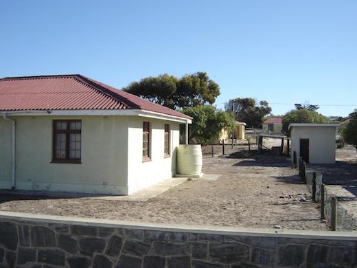 Voormalige arbeidershuisjes van de gevangenis.